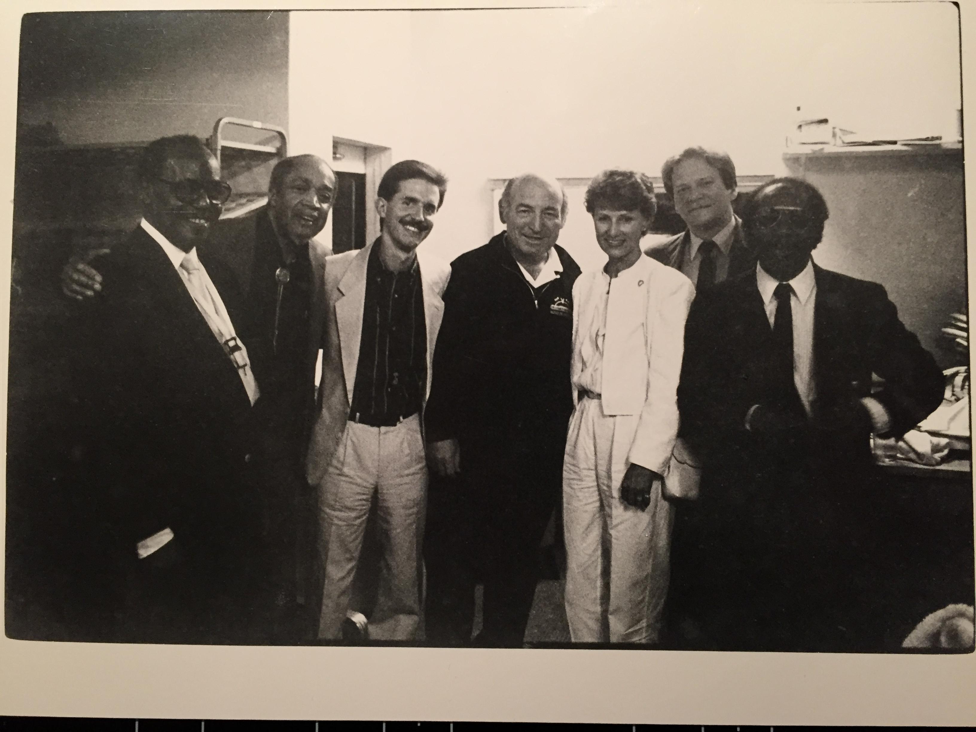 Kronprinsesse Sonja og Newport all stars, George Wein (piano), Scott Hamilton (tenorsaksofon), Norris Turney (altsaksofon), Warren Vache (kornett), Slam Stewart (bass), Oliver Jackson (trommer). Foto: Roald Helgheim, formann.