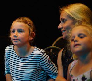 Mathea, med mamma Hege og lillesøster Milma. Foto: Ruben Olsen Lærk