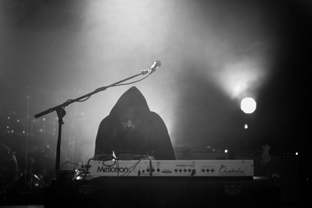 Lo i ly. Foto: Kjetil Valstadsve