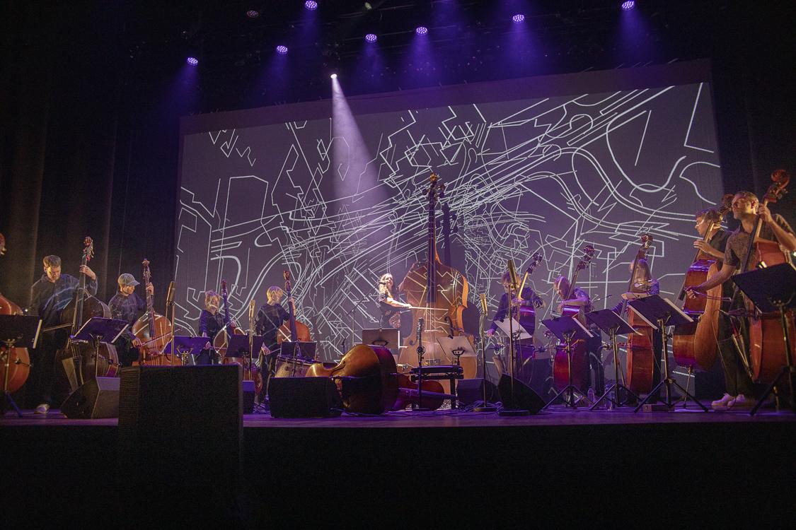 """Åpningskonserten """"Kontrabassorkesteret"""" på Moldejazz 2021. Foto Hogne Bø Pettersen"""